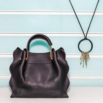 Zwarte dames tas en ketting