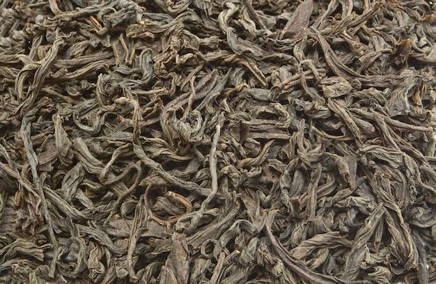 Zwarte en grenen gedroogde thee