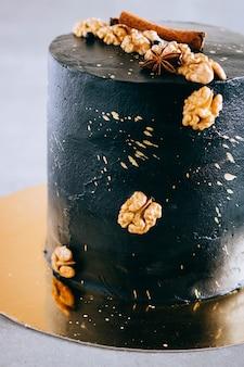 Zwarte feestelijke cake