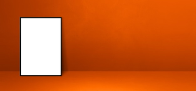 Zwarte fotolijst leunend op een oranje muur. lege mockup-sjabloon. horizontale banner