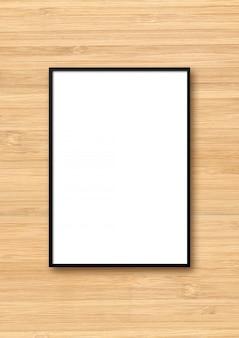 Zwarte fotolijst opknoping op een lichte houten muur
