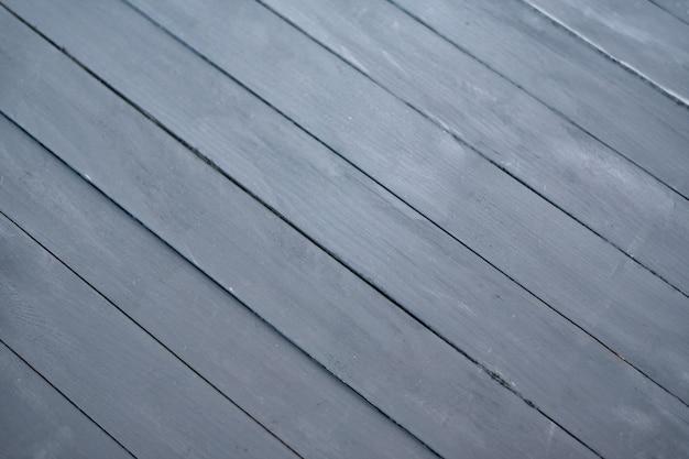 Zwarte houten achtergrond met diagonale lijnen. gray board-achtergrond met exemplaarruimte