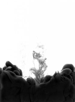 Zwarte inkt op een geïsoleerd wit. abstracte textuur