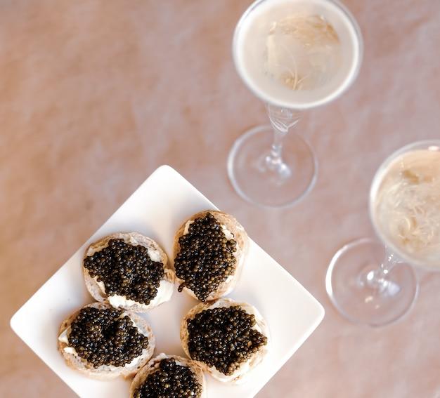 Zwarte kaviaar en champagne.