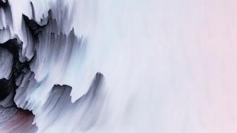 Zwarte kleur penseelstreken in de hoek van het getextureerde witte oppervlak