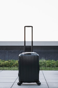 Zwarte kofferzitting op de stoep