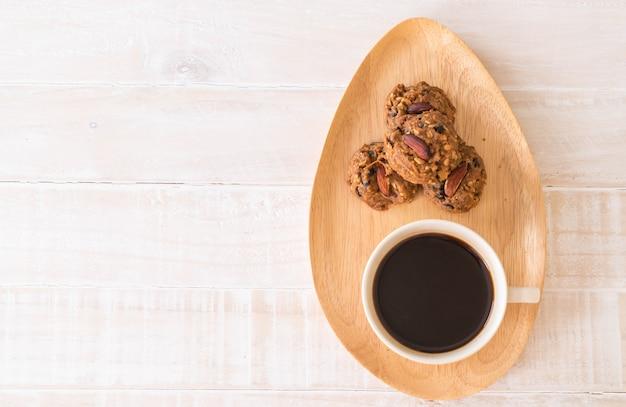 Zwarte koffie met koekjes