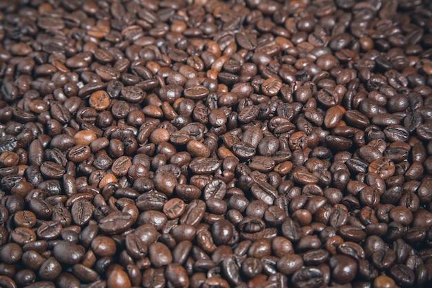 Zwarte koffiebonen achtergrond