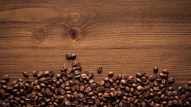 Zwarte koffiebonen.