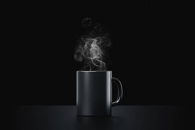 Zwarte koffiekop of lege mok voor drank op donkere rookachtergrond