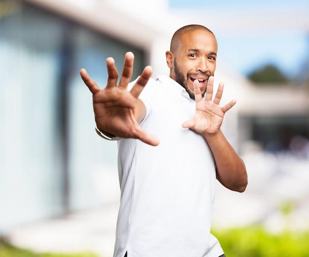 Zwarte man bezorgde uitdrukking