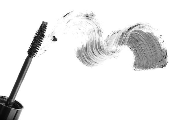 Zwarte mascara penseelstreek geïsoleerd op wit