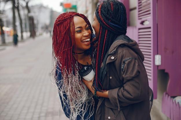 Zwarte meisjes in een stad