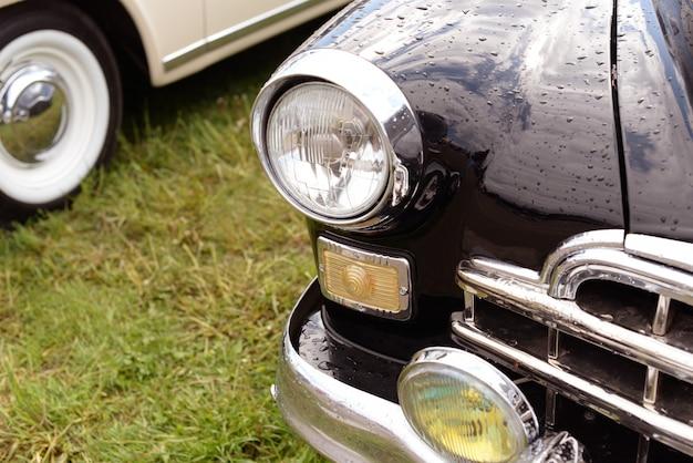 Zwarte retro oude auto