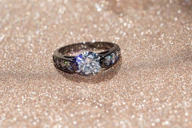 Zwarte ring met diamant