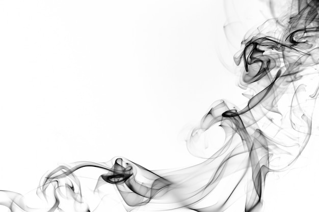 Zwarte rook op witte achtergrond. vuur ontwerp
