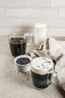 Zwarte sesam cappuccino