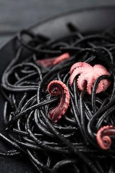 Zwarte spaghetti met inktvis