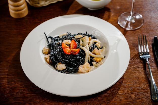 Zwarte spaghetti