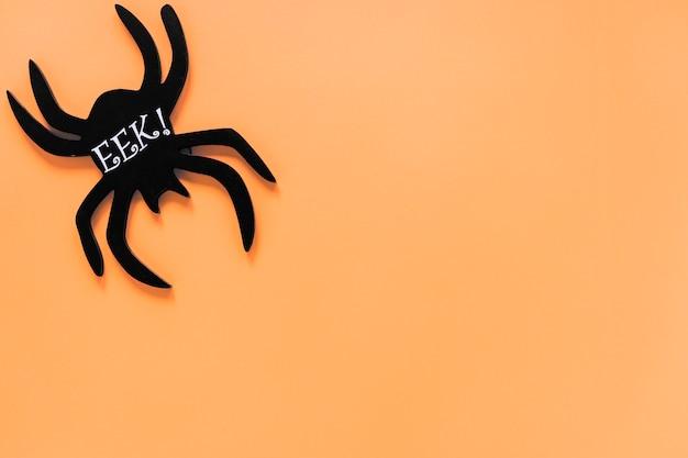 Zwarte spin met eek! opschrift in de hoek