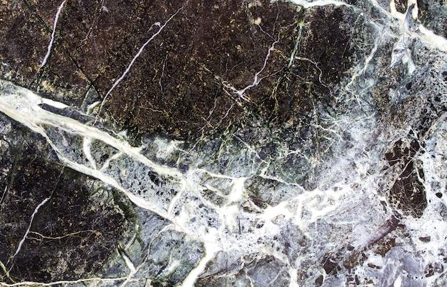 Zwarte stenen achtergrond met scheuren, zwart marmer