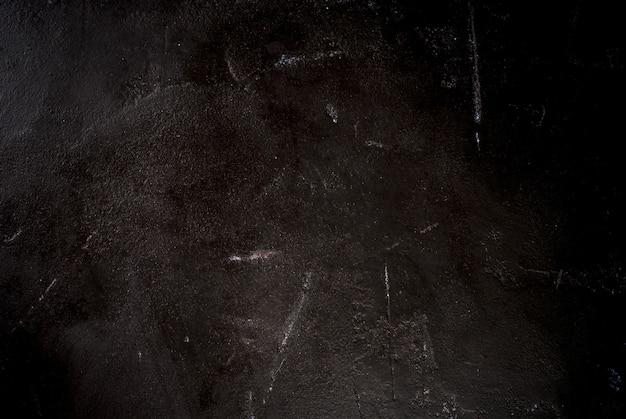 Zwarte stenen betonnen tafel