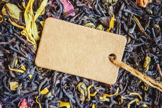 Zwarte thee en tag. selectieve aandacht. voedsel.