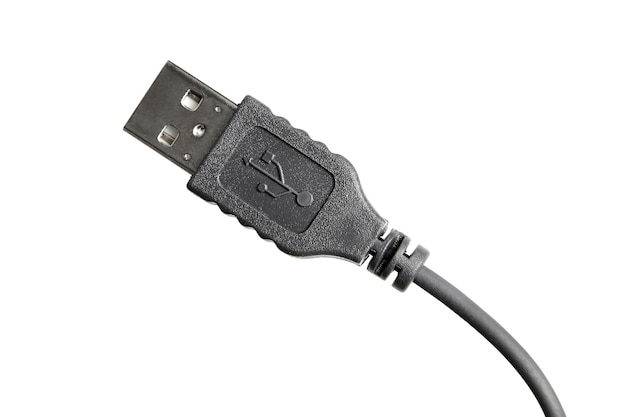 Zwarte usb-kabel geïsoleerd op wit. detailopname