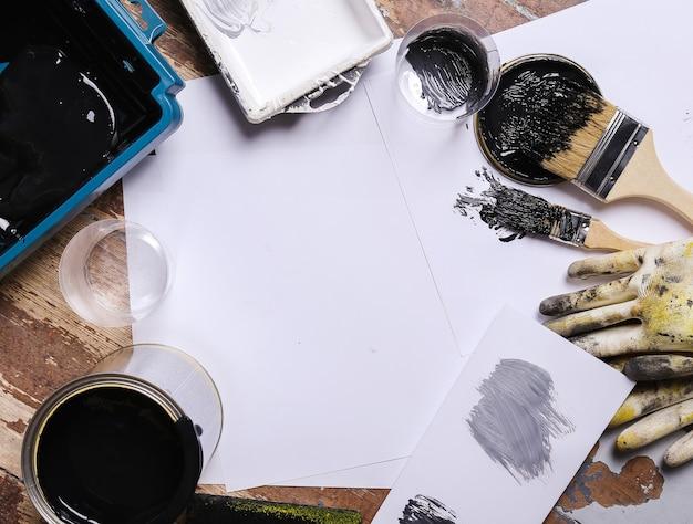 Zwarte verf op de tafel