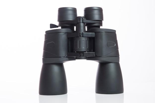 Zwarte verrekijker geïsoleerd met witte achtergrond