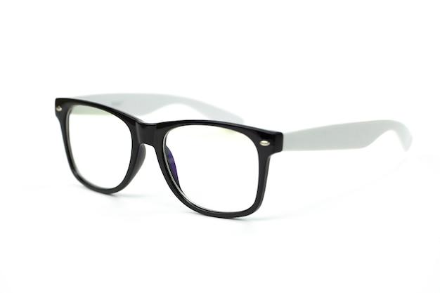 Zwarte vintage bril met grijze sluitingen op wit wordt geïsoleerd
