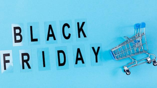 Zwarte vrijdag tekst met winkelwagen