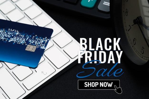 Zwarte vrijdag verkoop banner met creditcard op enter-knop