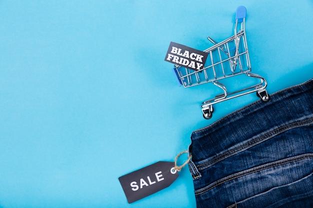 Zwarte vrijdag verkoop tag op jeans
