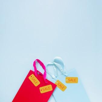 Zwarte vrijdag verkoop tags op geschenkzakken