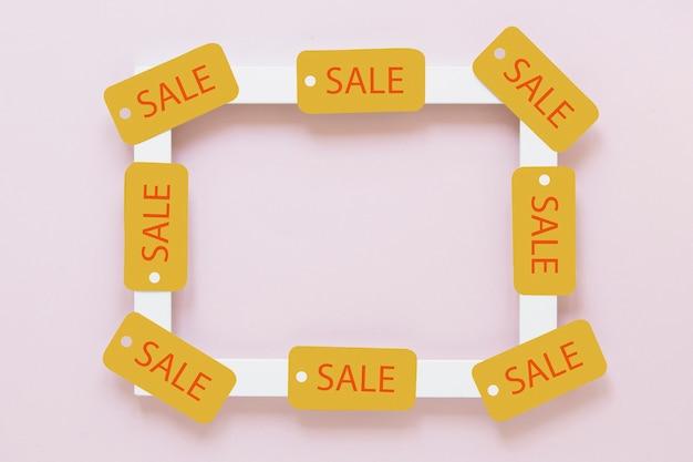 Zwarte vrijdag verkoop tags op wit frame