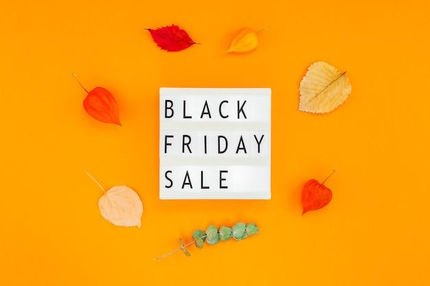 Zwarte vrijdag verkoop tekst op witte lightbox