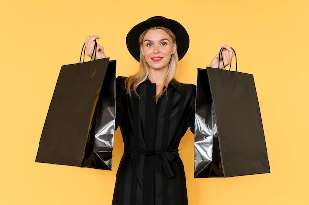 Zwarte vrijdag winkelen vrouw luxe tassen