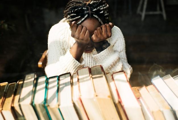 Zwarte vrouw met depressieve emotie