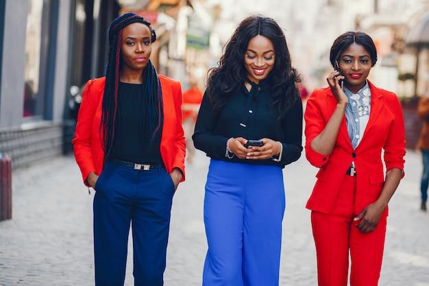 Zwarte vrouwen in een stad