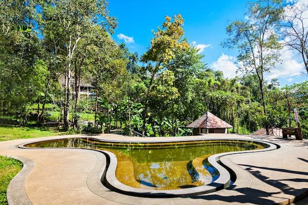 Zwembad bij de pong duet hot springs bij pai, in het noorden van thailand
