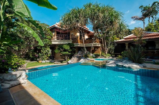 Zwembad in het resort