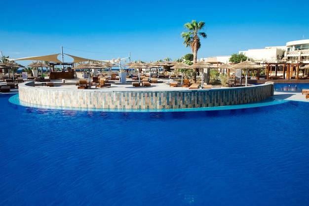 Zwembad in hotel