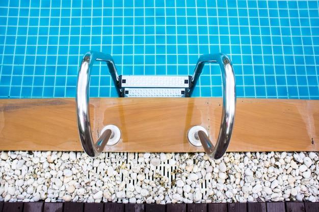 Zwembad met trap