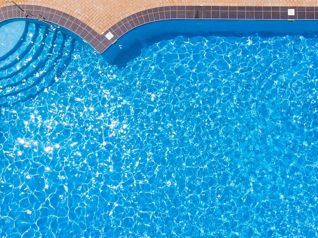 Zwembad van bovenaf gezien