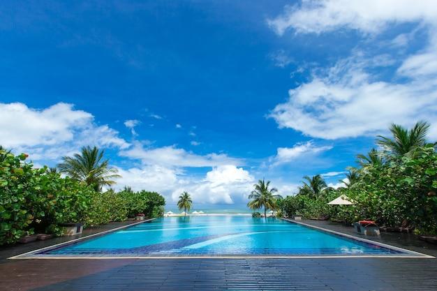 Zwembad van luxehotel