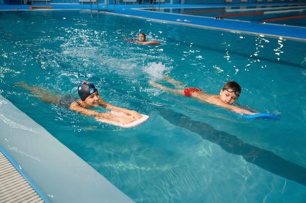 Zwemgroep voor kinderen, sporten in het zwembad