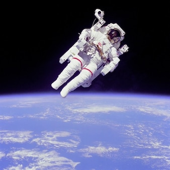 Zweven gewichtloos mccandless astronaut bruce