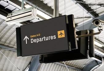 Leeg digitaal aanplakbord bij het luchthavenmodel