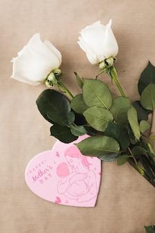 Plat leggen hart vormen kaart mockup voor Moederdag